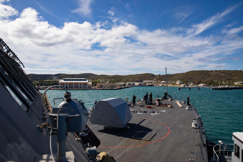 @USNavy photos of the day: #USSSiouxCity arrives @jtfgtmo, #VP46 patrols #US6thF