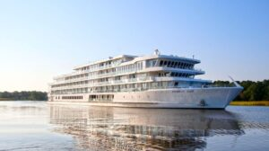 Read more about the article 120 Passengers To Be Evacuated By Coast Guard After American River Cruise Ship Runs Aground