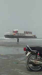 Read more about the article ALERT – A huge cargo ship has been stuck at a beach in Karachi, Pakistan for mor