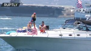 Read more about the article Supporters mark Trump's 75 bday at Trumparilla boat parade in San Diego   Suppor