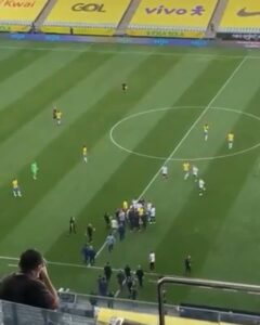 Read more about the article Brazilian health authorities have stormed onto the pitch and stopped the Brazil