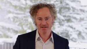 Read more about the article 1 last punch in this thread…  Palantir CEO Alex Karp calls out U.S. tech compa