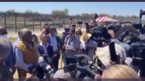 Read more about the article AL SHARPTON OWNED: Protestors hijack Al Sharpton's press conference in Del Rio T
