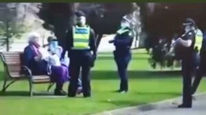 Read more about the article The Australian police terrorizing an elderly couple sitting on a bench without a